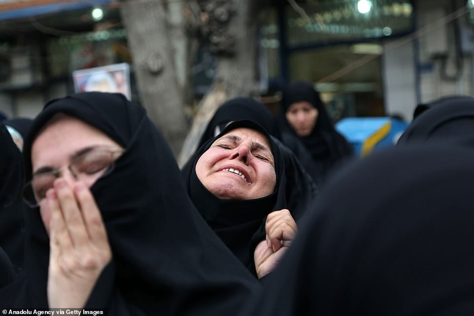Daily-mail-Iranian-women-lament-soleimani-death-trump-iran