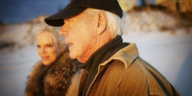 Interview Paul Craig Roberts: Paul Craig Roberts on the beach with Hanne Herland